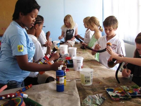 Kommetjie Naomi and kids vuvuzelas resize